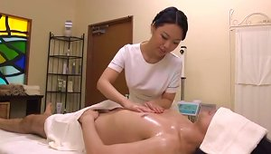 Hot Japanese Masseuse Gives Great  To A Guy